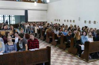 Der Gottesdienst zum Schuljahresbeginn fand in der Kapelle des Walburgisgymnasiums statt. Foto: SMMP/Rebbe